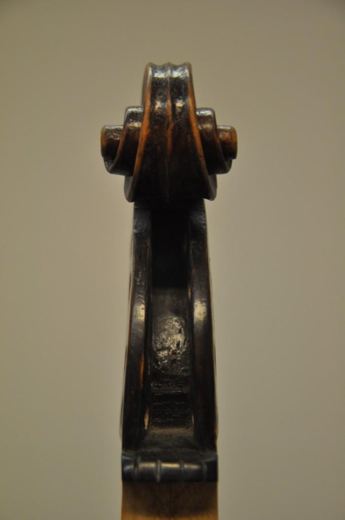 barockvioline-johann-gottfried-hamm-1748-schnecke-front