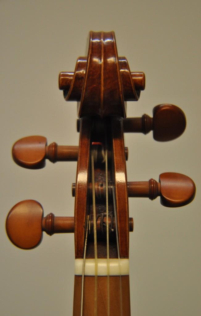 barockvioline-w-schiele-schnecke-front