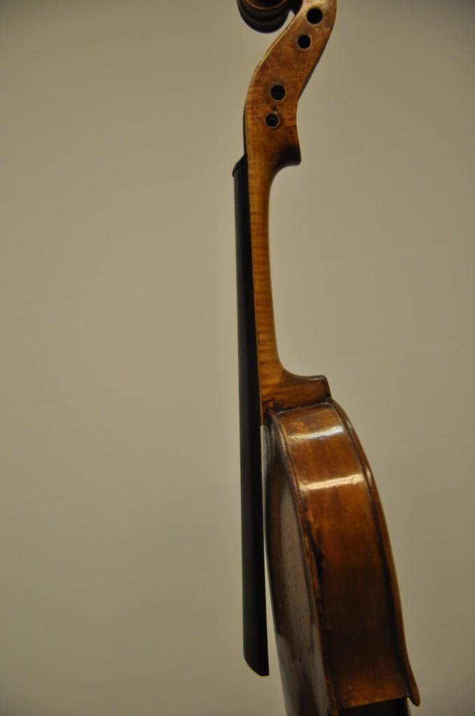violine-fuessen-griffbrett-und-hals