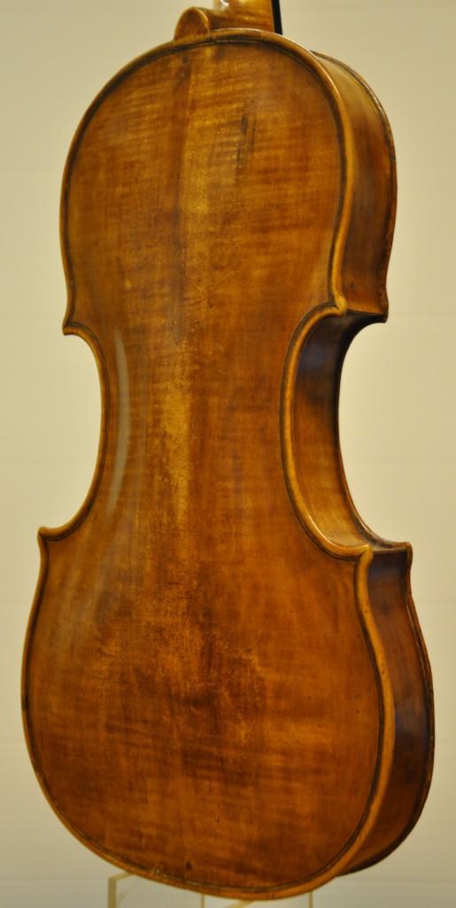 violine-fuessen-korpus-seitlich-2