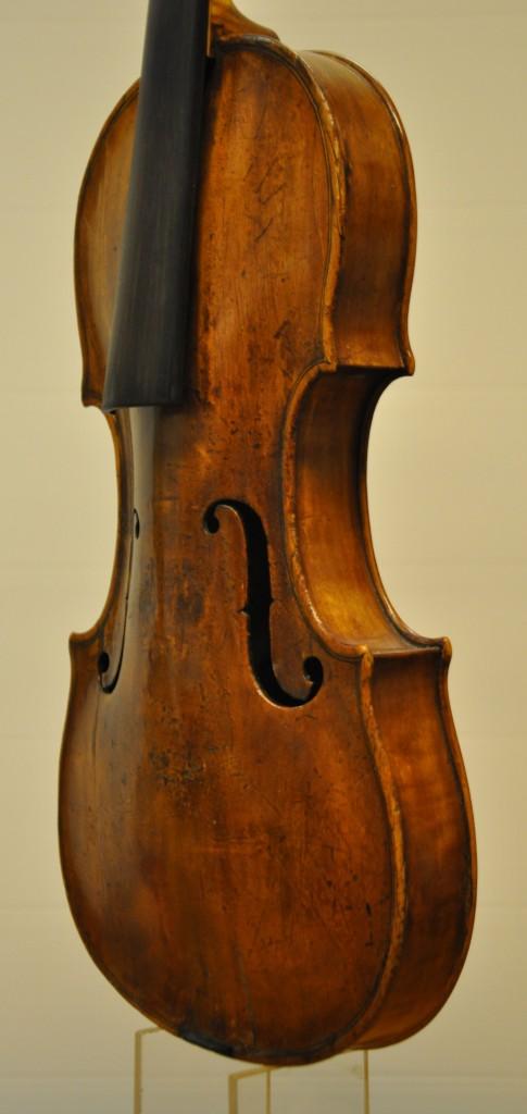 violine-fuessen-korpus-seitlich