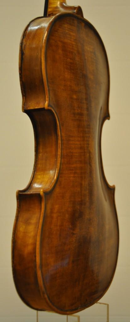 violine-fuessen-seitlich-1