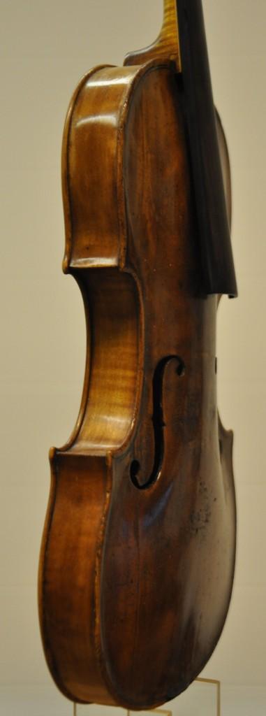 violine-fuessen-seitlich-2